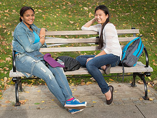 Students on bench Rose Hill campus
